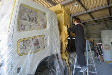 【トラックの板金】物流会社での板金塗装のお仕事です